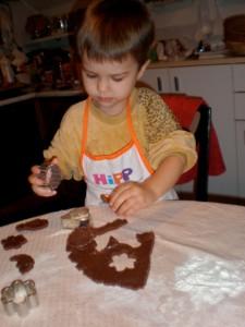 sitni kolači - djeca rade sitne kolače