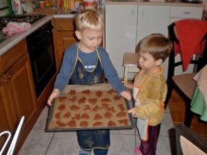 sitni kolači spremni za pećnicu