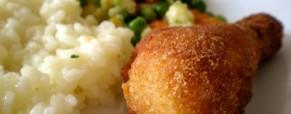 Sočna pohana piletina s povrćem i rižom