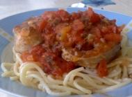 Špageti s palamidom u umaku od rajčica