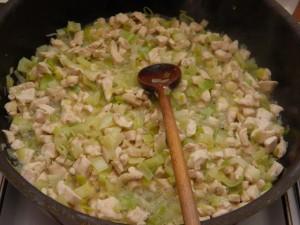 Način pripreme punjenja od piletine i povrća