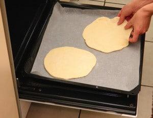 Prikaz načina pečenja pita lepinje