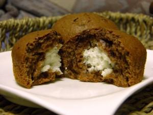 čokoladni muffini s kokosom - prijedlog za serviranje
