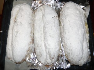Slatki božićni kruh - nakon posipanja šećerom u prahu