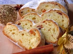 Stollen - slatki božićni kruh- prikaz posluženja