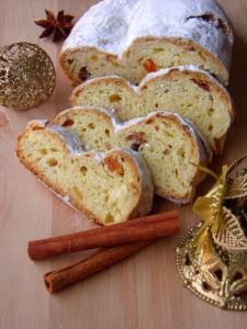 Stolen - slatki božićni kruh sa božićni ukrasima