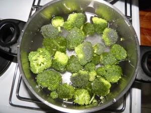 1. korak - kuhanje brokule...
