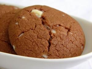 Čokoladni raspuknuti keksi