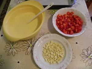Svi sastojci za jednostavni kolač s jagodama