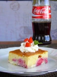 Jednostavne kocke s jagodama i Coca-Cola - dobitna kombinacija