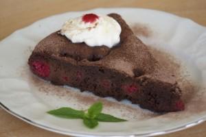 Torta s malinama i čokoladom