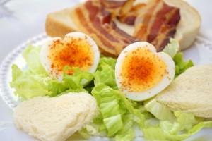 Doručak za Valentinovo - jaja u obliku srca