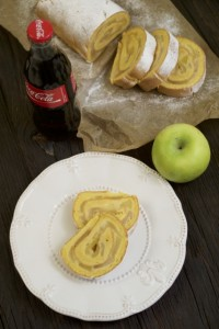 Biskvitna rolada s jabukama
