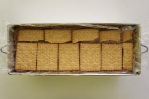 Slagati redom kekse i kremu dok se sve ne potroši