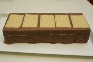 Ohlađeni kolač istresti iz kalupa