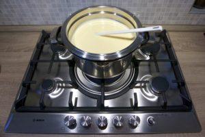 U međuvremenu skuhati kremu na pari