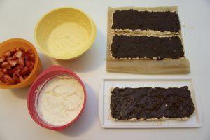 Kore prerezati i premazati otopljenom čokoladom...