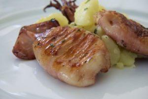 Poslužiti punjene lignje uz blitvu s krumpirom