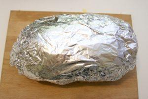 Zamotati kruh u foliju i ispeći