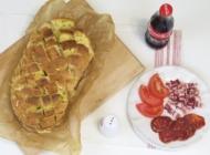 Mirisni kruh sa sirom i začinskim biljem