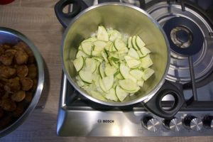 Pripremiti umak za tjesteninu s tikvicama