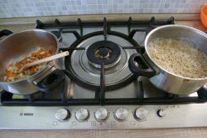 Posebno skuhati ječam, a posebno pirjati povrće..