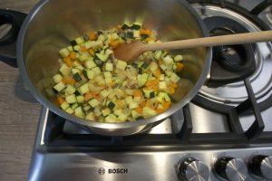 Povrće pirjati dok lagano ne omekša