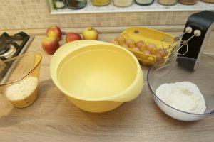 Pripremiti sve sastojke za jabuke u šlafroku