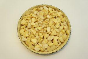 Rasporediti jabuke i kruške preko podloge