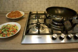 Pripremiti piletinu i povrće