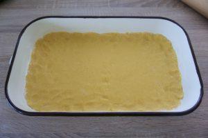 Premjestiti tijesto u lim za pečenje