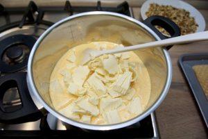 Otopiti margarin u jajima sa šećerom