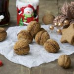Oraščići – prhki keksići od oraha u obliku oraha