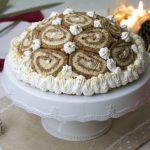 Šarlota od oraha s keksima – neobična torta od rolada