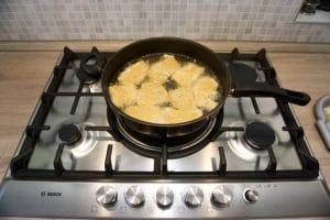 Pržiti meso u vrućem ulju
