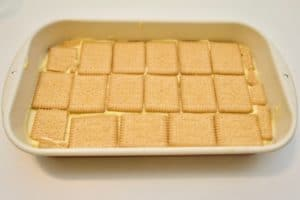 ...nastaviti naizmjence slagati kekse i kreme dok se sve ne potroši