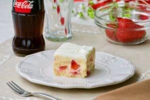 15-minutni kolač s jagodama i keksom