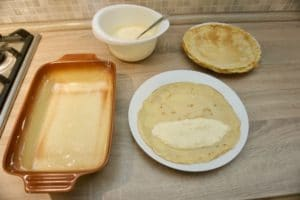 Premazivati palačinke nadjevom od sira