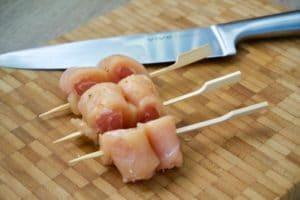 Izrezati oštrim nožem između štapića