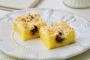Poslužiti jednostavni kolač sa sirom, grisom i mrvicama
