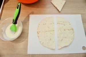 Tortilje prerezati prvo na dva dijela